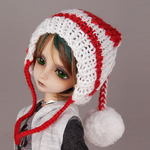 POMPOM-TOPPED KNIT HAT (White)